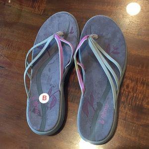 9 Ahnu Flip Flip Sandal